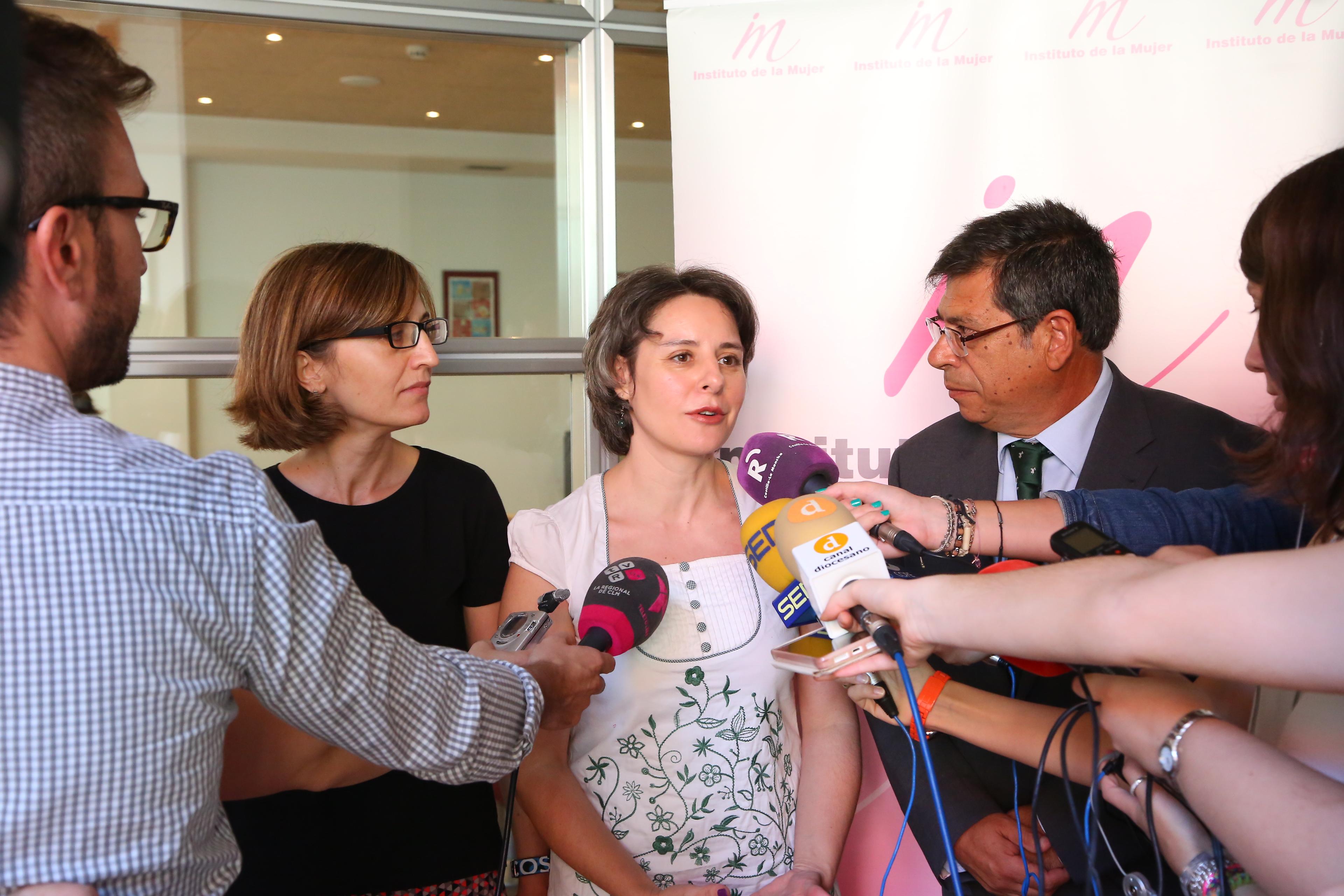 """La directora del Instituto de la Mujer asegura que el programa 'Dulcinea' acelerará procesos ante casos de violencia de género y logrará una atención """"más especializada"""""""